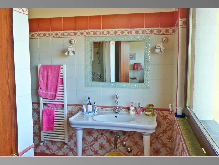 Thrinakie group lago di bracciano esclusiva villa con - Ceramiche vietri bagno ...