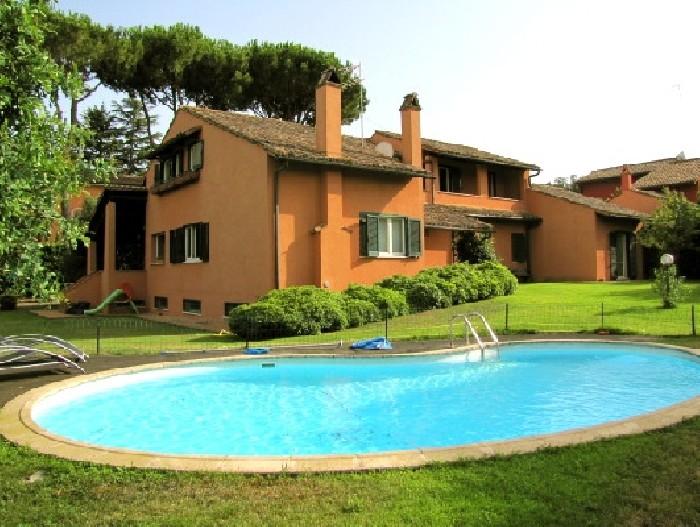 Thrinakie group olgiata in vendita villa in stile for Ville stile classico