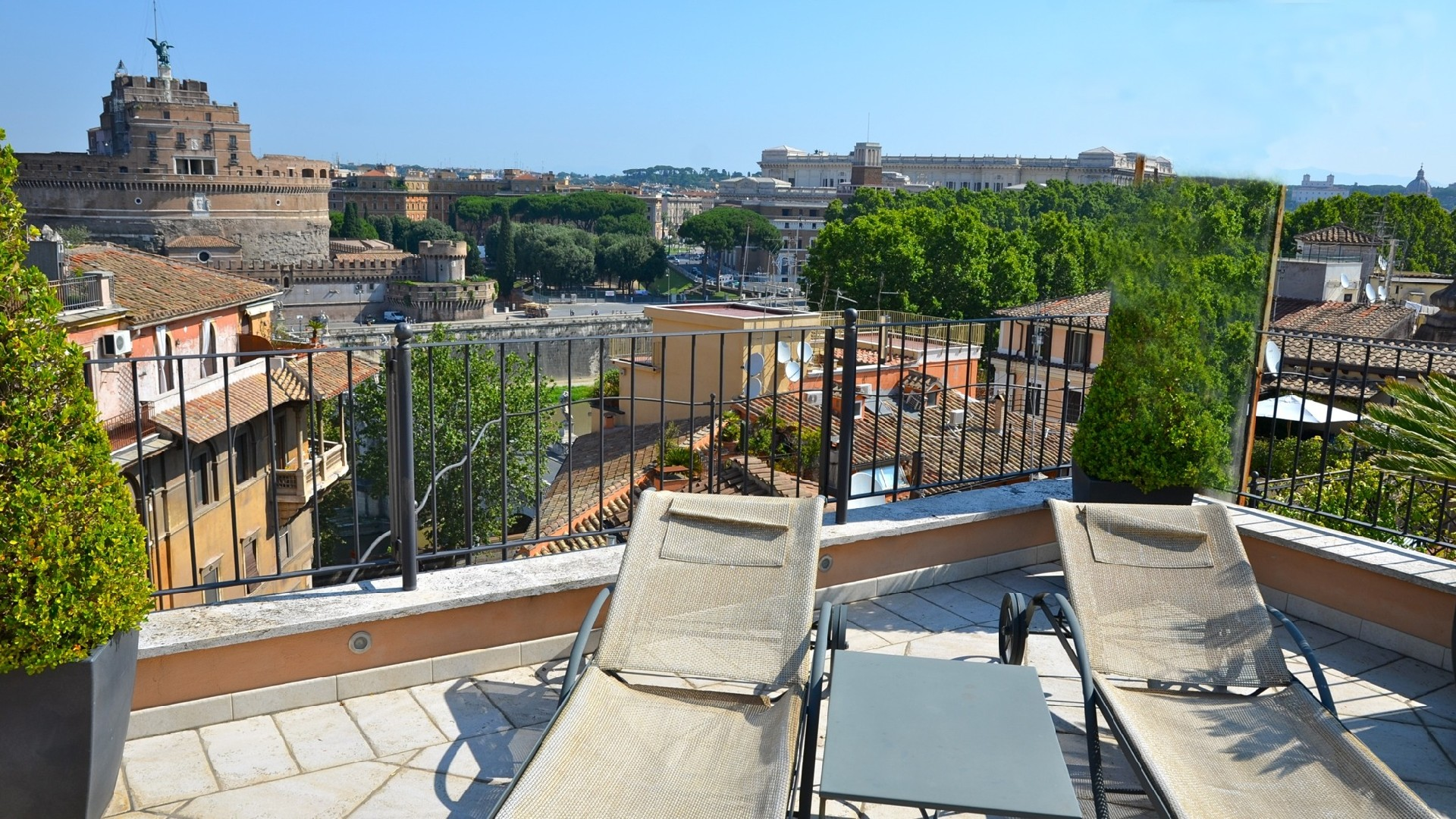 Thrinakie group roma splendido attico vista castel sant for Attico vendita roma